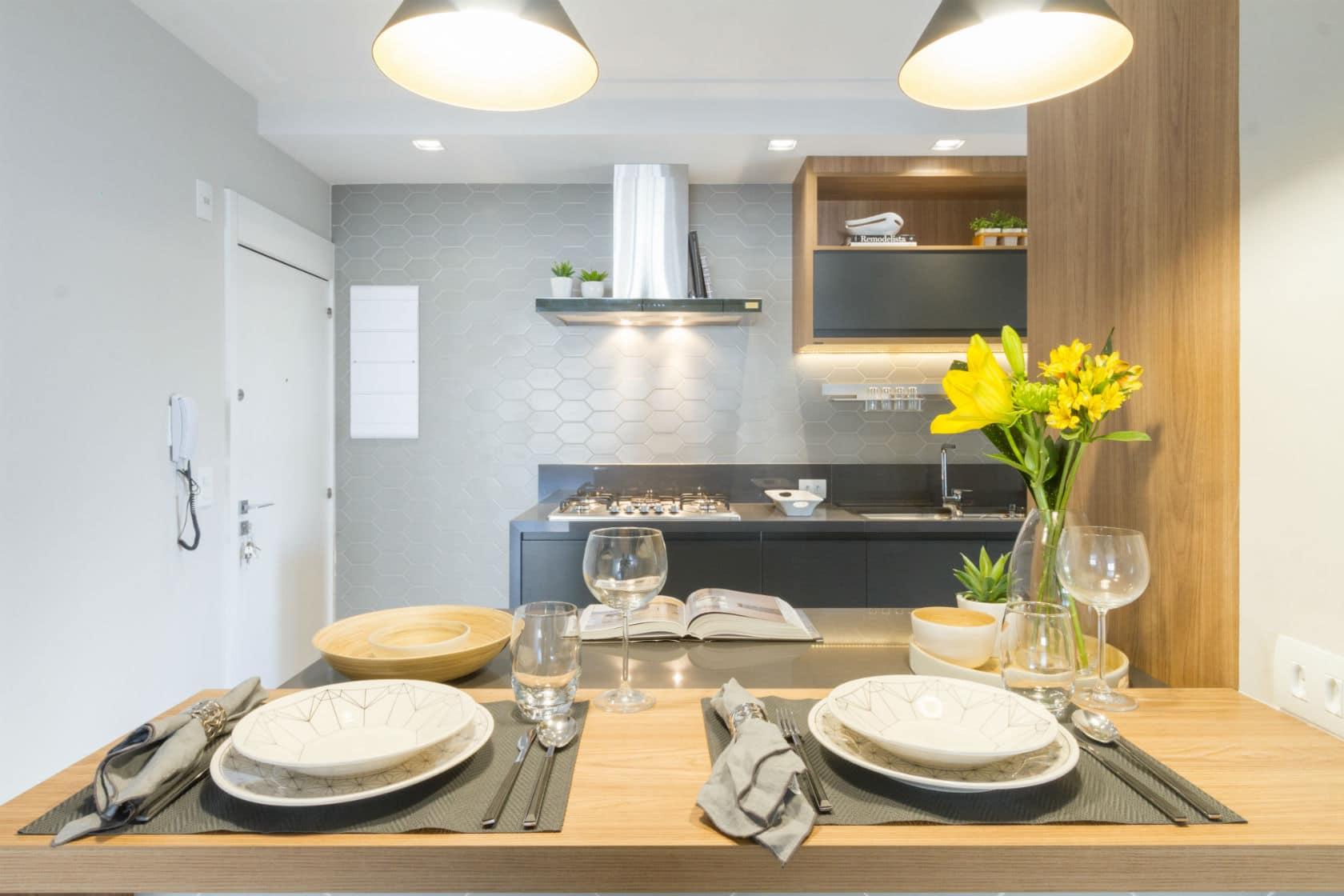 Pendentes na cozinha: saiba como usar esse tipo de iluminação para tornar a cozinha mais aconchegante
