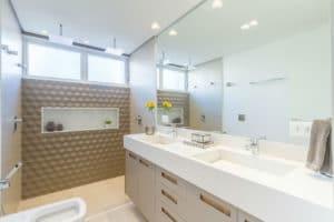 Banheiro depois da reforma realizada pela Casa Unique em apartamento nos Jardins SP