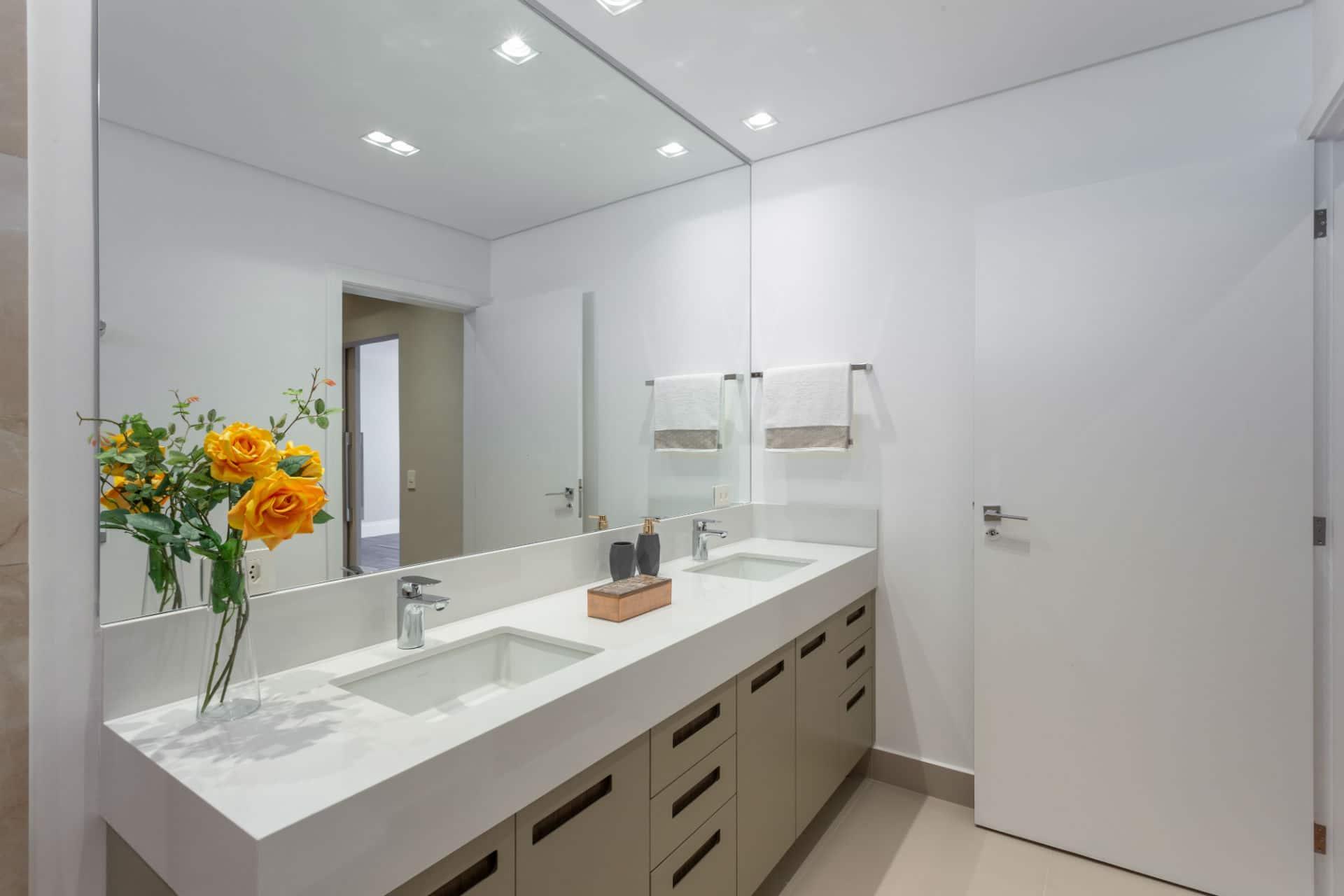 Confira algumas dicas para planejar o armário do banheiro