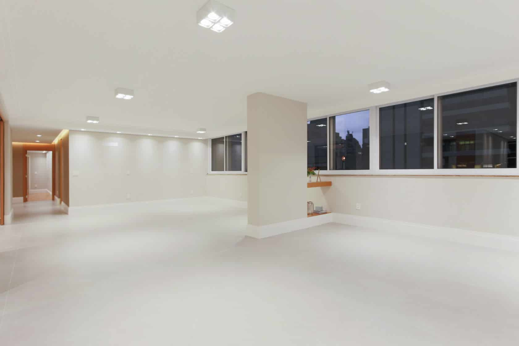 Antes & depois: veja a transformação desta sala em apartamento reformado nos Jardins