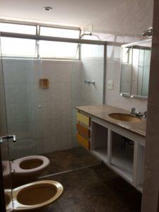 Banheiro antes da reforma realizada pela Casa Unique em apartamento nos Jardins SP