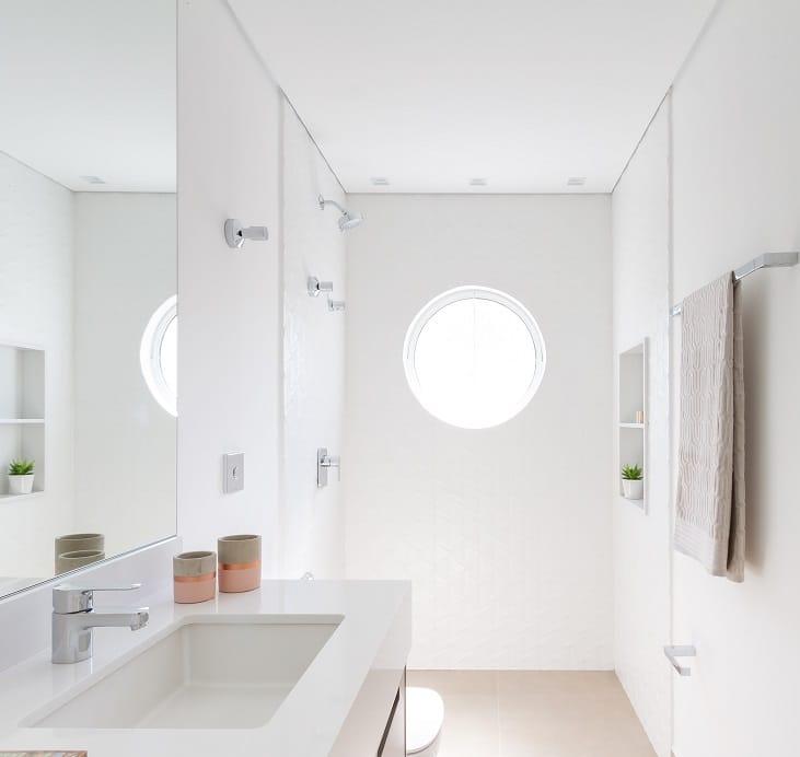 Antes & depois: veja a transformação do banheiro reformado neste apartamento no Jardins