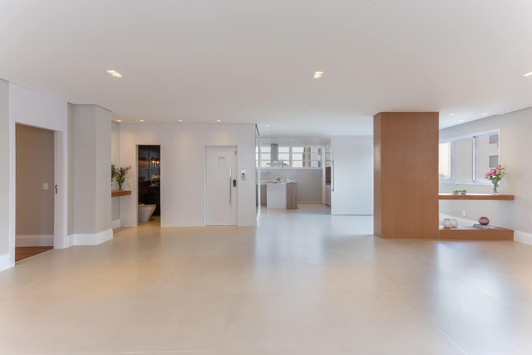 Antes & Depois: veja a mudança na sala desta apartamento reformado nos Jardins
