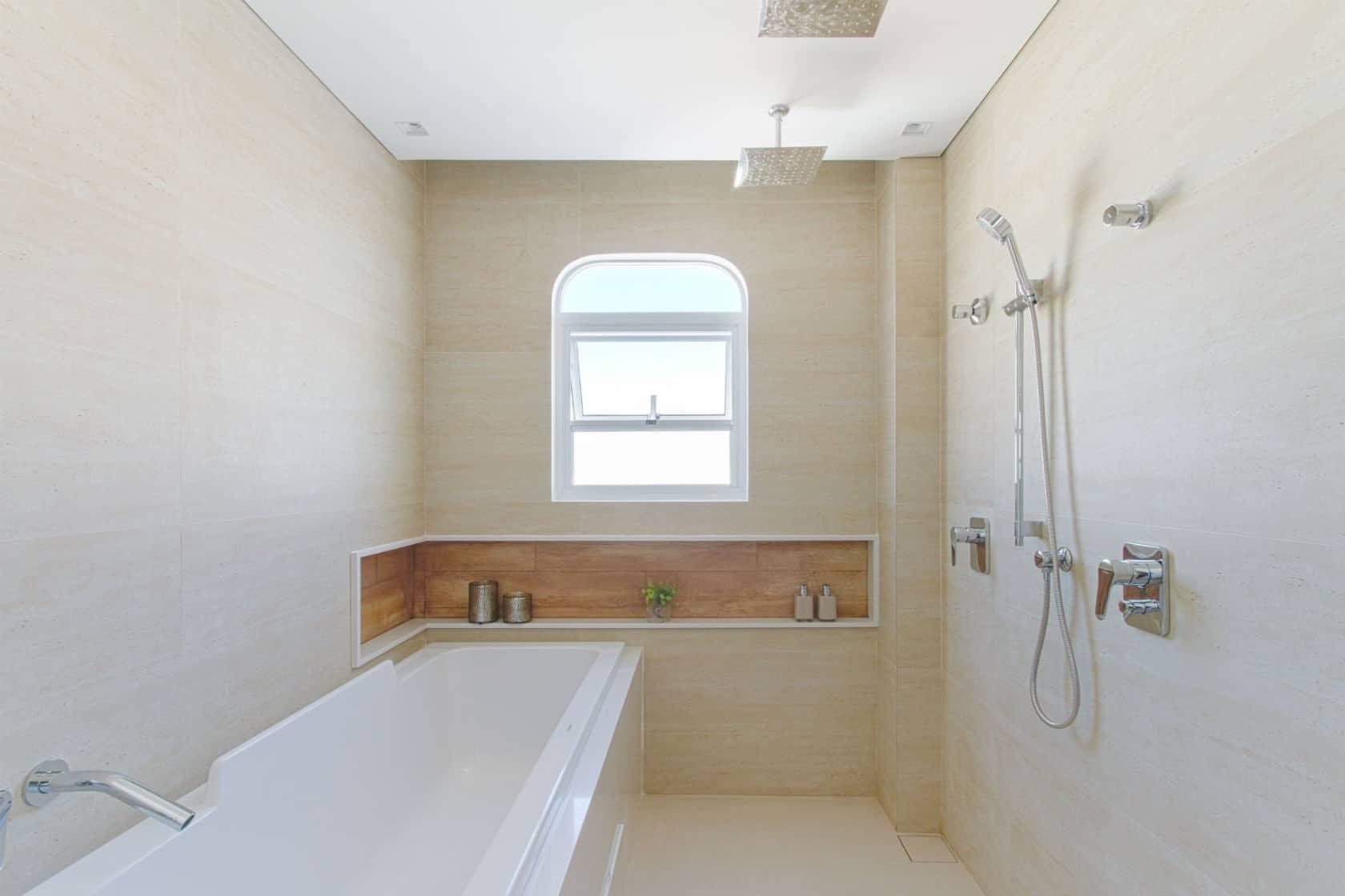 Banheiras: um momento de relaxamento no banho spa da suíte máster