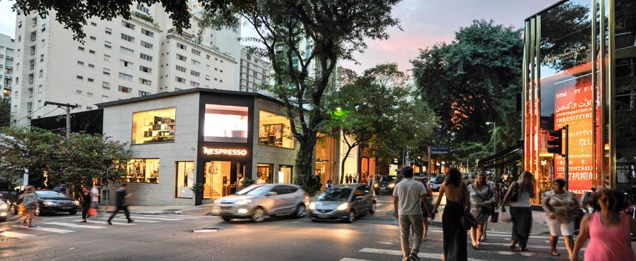 Rua Oscar Freire: lojas, restaurantes, cafés, praça e boas compras nos Jardins