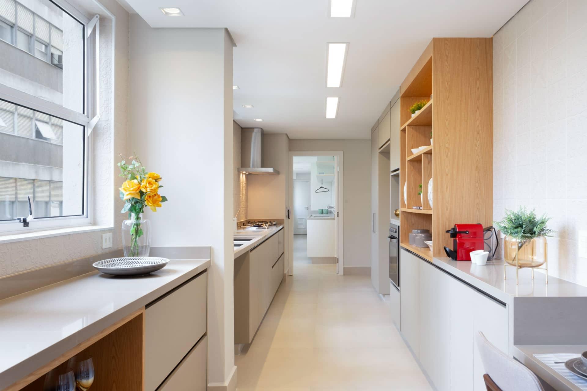 Antes & Depois: confira como a reforma transformou a cozinha deste apartamento dos Jardins em SP