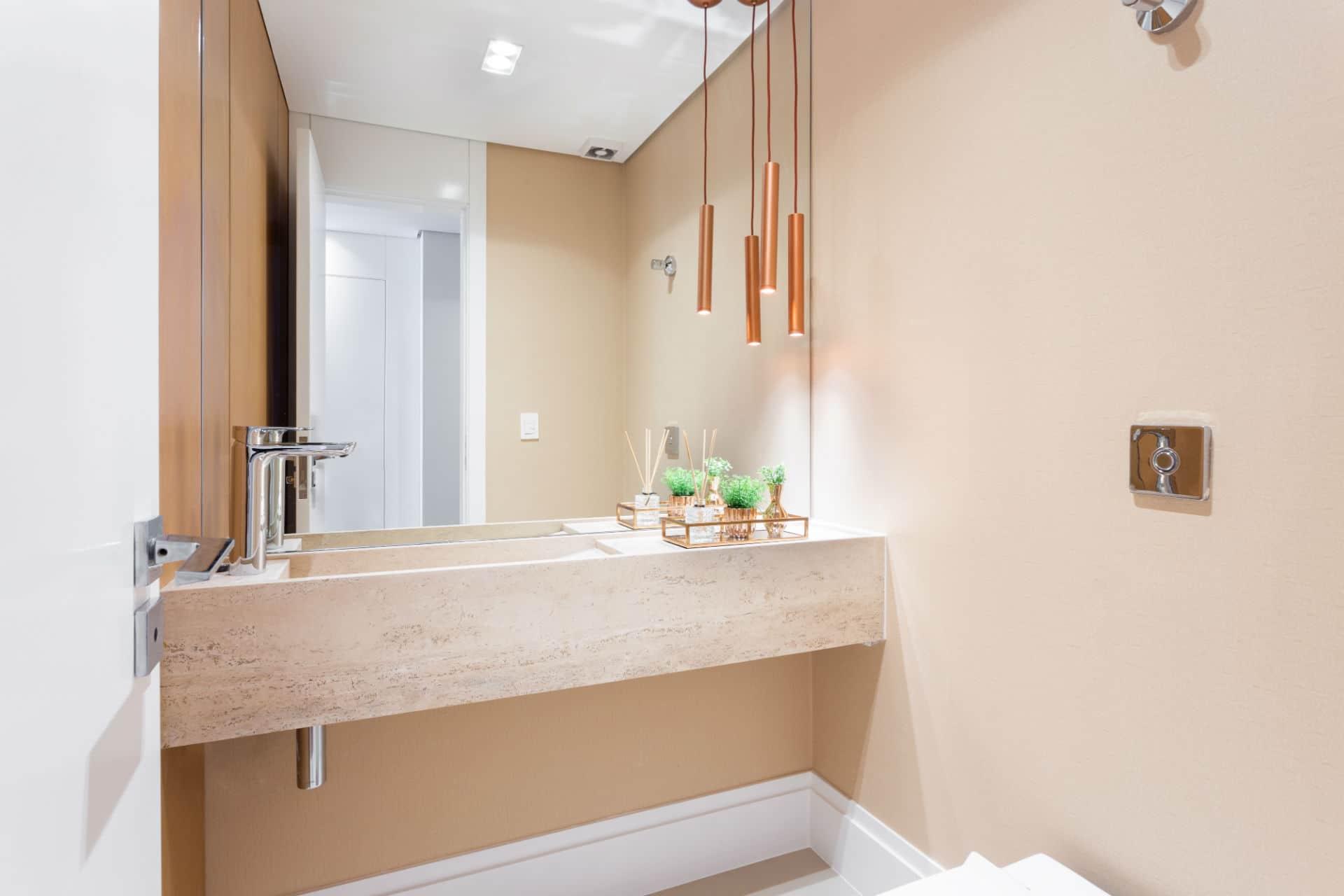 Antes & depois: confira a reforma deste lavabo em apartamento nos Jardins em SP