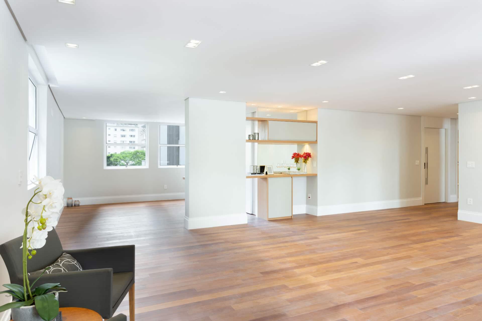 Antes & Depois: veja a reforma deste living em apartamento nos Jardins em SP