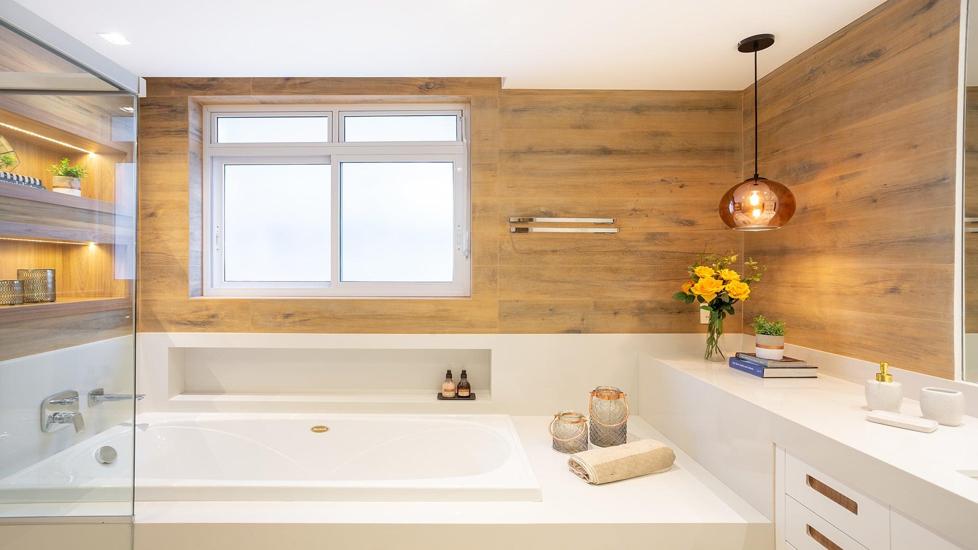 Confira 4 lindas banheiras na suíte de casal