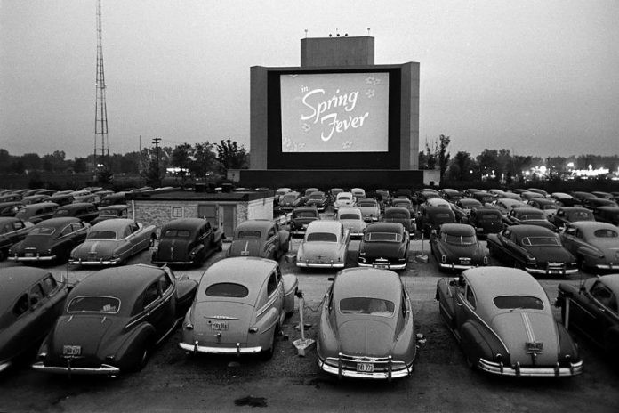 Cinema Drive-in em Chicago no ano de 1950