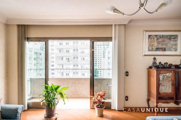 Apartamento para reforma na Alameda Franca - imagem da varanda